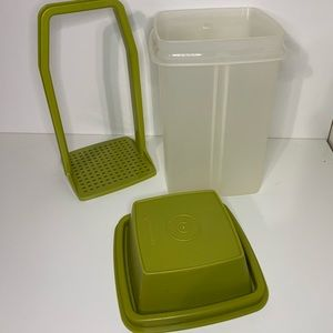Tupperware Pick-a-Deli Pickle Container Keeper